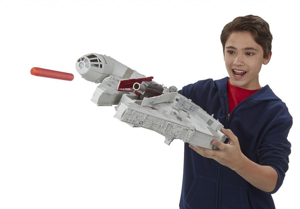 Star Wars E7 Millennium Falke PR Feature 15
