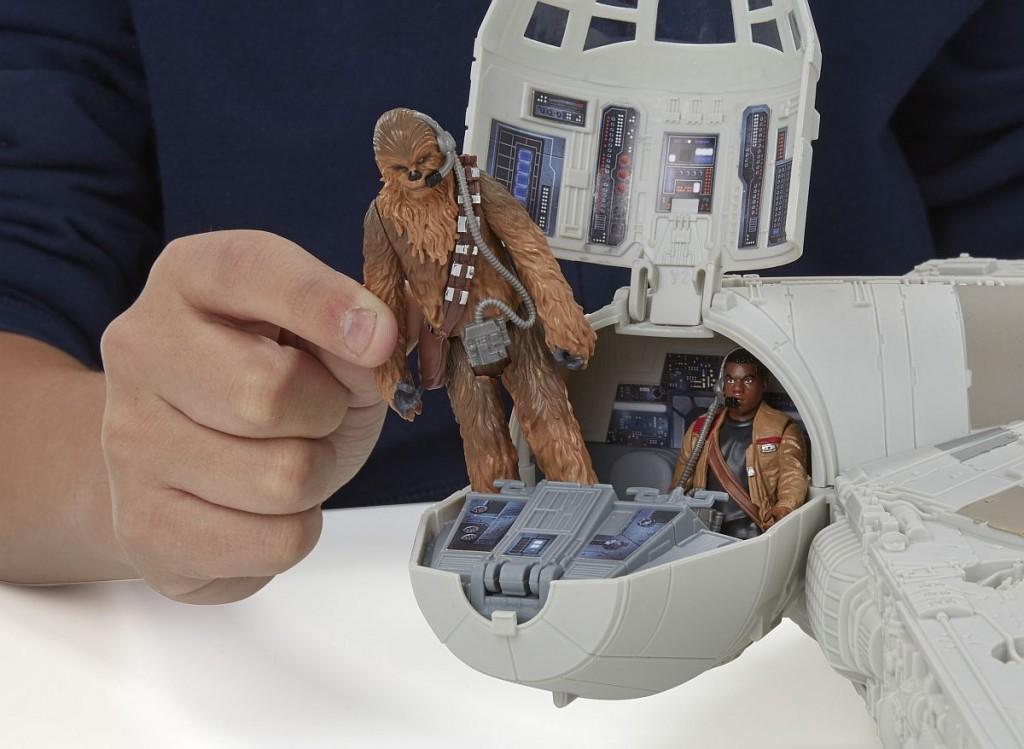Star Wars E7 Millennium Falke PR Feature 3