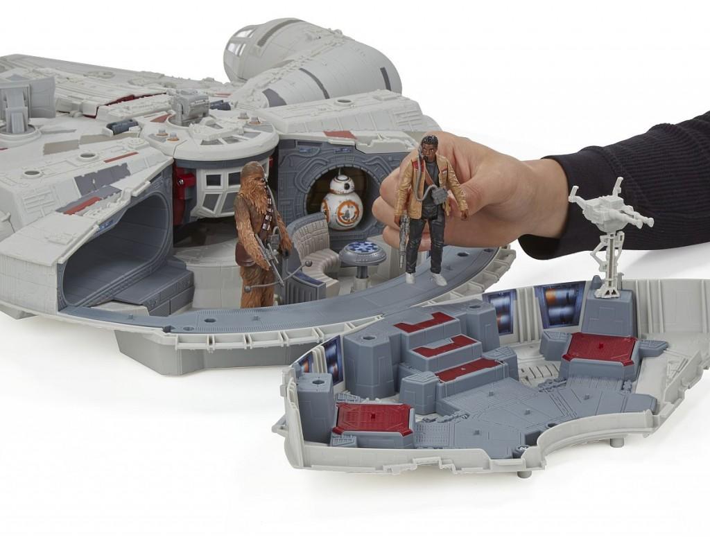 Star Wars E7 Millennium Falke PR Feature 8